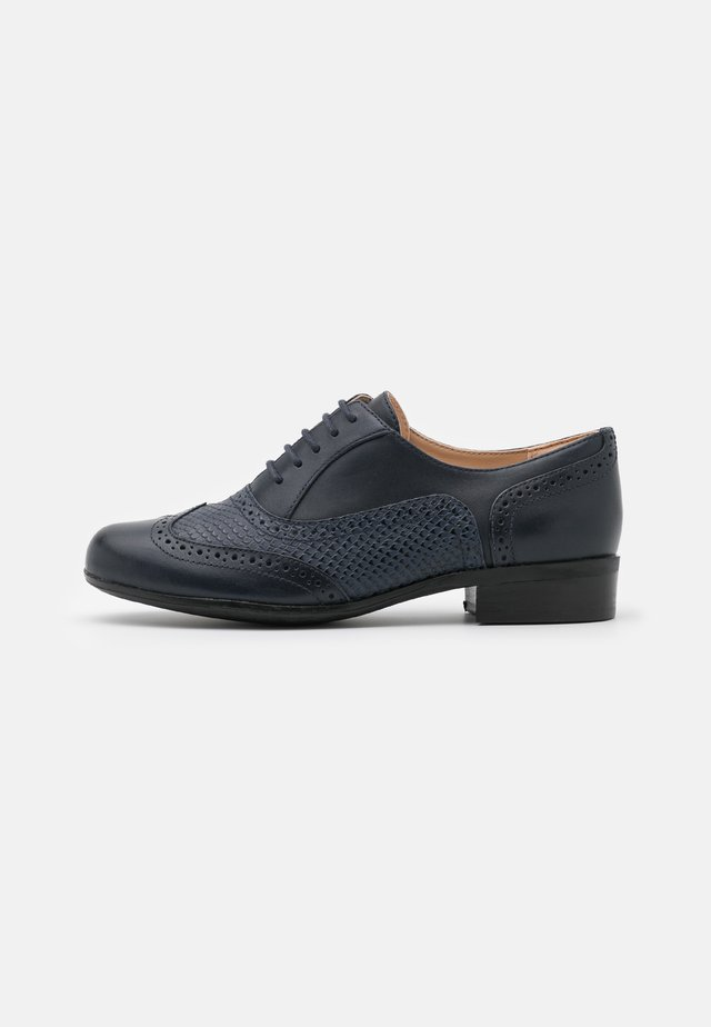 HAMBLE OAK - Stringate - navy