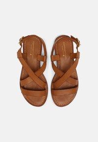 Copenhagen Shoes - MARI - Sandaalit nilkkaremmillä - cognac - 4
