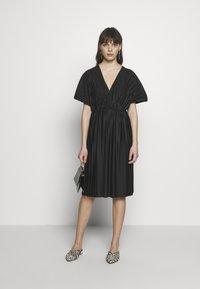 Zign - PLISSE MIDI DRESS - Denní šaty - black - 2