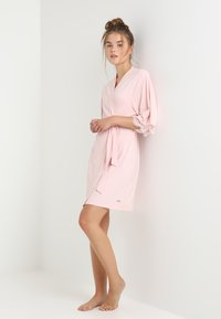 LASCANA - Dressing gown - light pink - 1