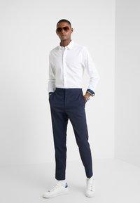 PS Paul Smith - SHIRT SLIM FIT - Formální košile - white - 1