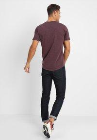 Only & Sons - ONSMATT LONGY MELANGE TEE - T-shirts - winetasting - 2