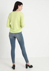 Selected Femme - SLFIDA MID - Skinny-Farkut - medium blue denim - 2