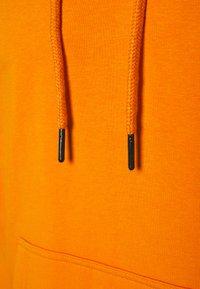 Karl Kani - SMALL SIGNATURE BOX HOODIE UNISEX  - Sweatshirt - orange - 6