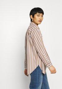 Marc O'Polo DENIM - BLOUSE LONGSLEEVE FLAP POCKET - Button-down blouse - multi/milky coffee - 3