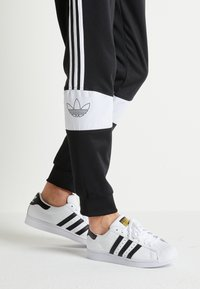 adidas Originals - SUPERSTAR - Sneaker low - footwear white/core black - 0