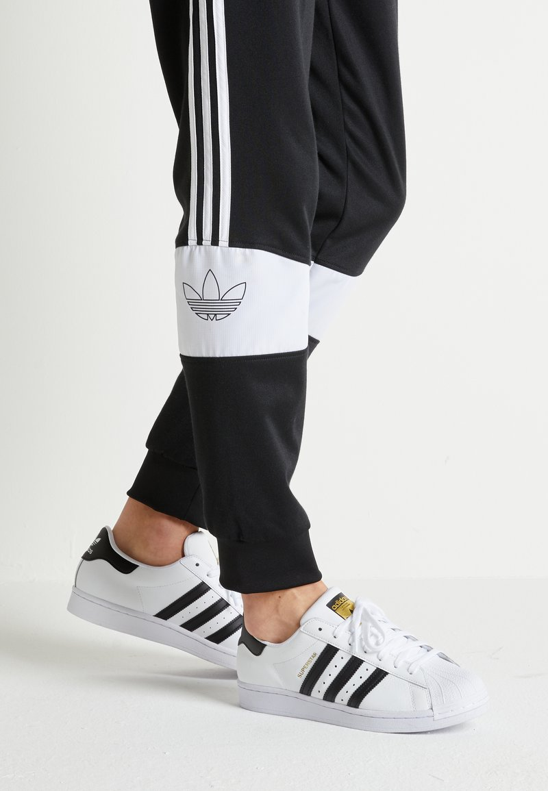 adidas Originals - SUPERSTAR UNISEX - Sneakers basse - footwear white/core black