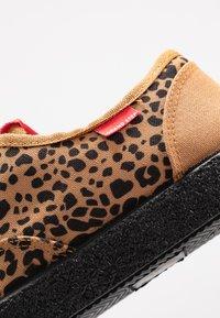 Grand Step Shoes - SASHA - Trainers - brown - 2