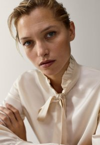 Massimo Dutti - MIT VOLANT - Button-down blouse - white - 6