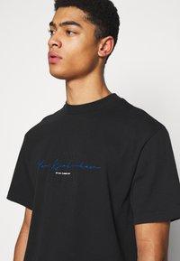 Han Kjøbenhavn - BOXY TEE - Print T-shirt - faded black - 3