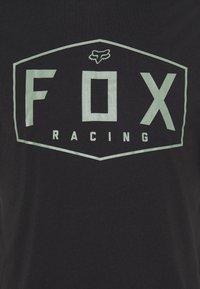 Fox Racing - CREST TECH TEE - Print T-shirt - black/green - 6