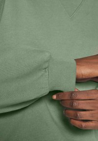 Abercrombie & Fitch - CREW - Sweatshirt - green - 5