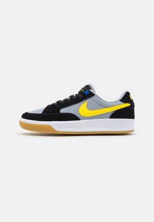 ADVERSARY UNISEX - Sneakersy niskie - black/yellow strike/wolf grey/white/light brown/hyper royal
