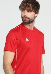 adidas Performance - AEROREADY PRIMEGREEN JERSEY SHORT SLEEVE - T-shirt med print - powred/white - 4