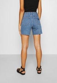 Abrand Jeans - A CLAUDIA CUT OFF - Shorts di jeans - georgia - 2