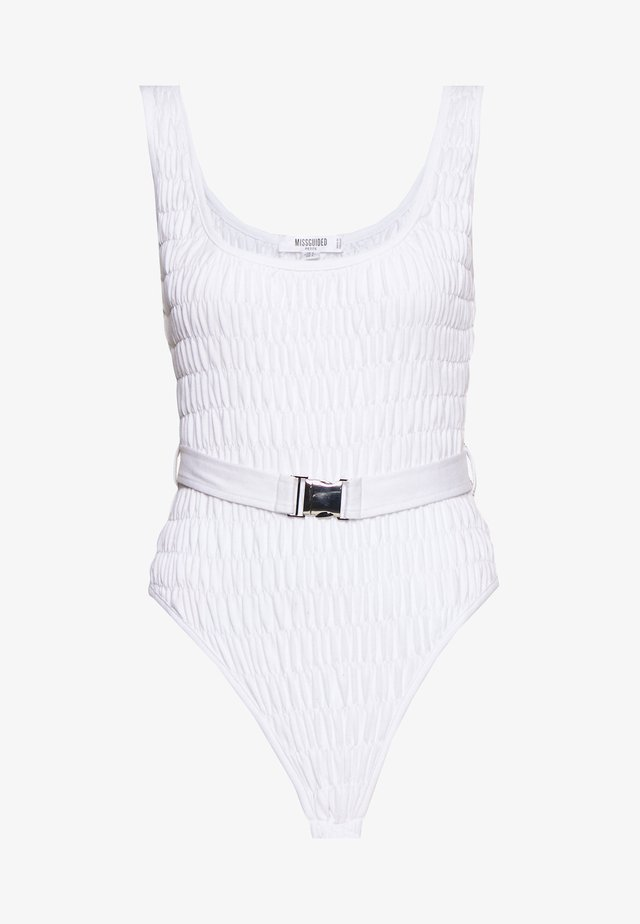 RAVE MISSBEHAVE RUCHED BELTED BODYSUIT - Toppe - white