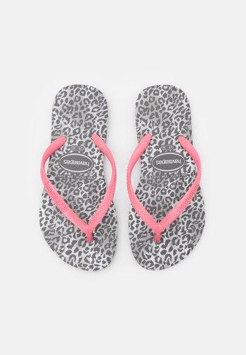 SLIM LEOPARD - Sandály s odděleným palcem - black