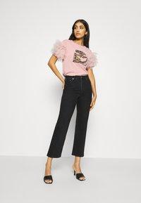 New Look - PERFUME RUFFLE - T-shirt z nadrukiem - light pink - 1
