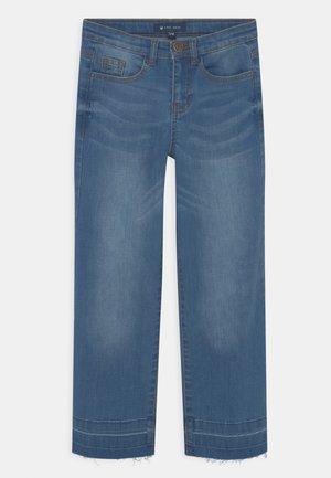 VINKA - Džíny Relaxed Fit - medium blue