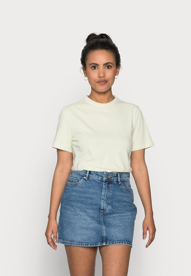 YASSARITA O-NECK TEE - Jednoduché triko - tender greens