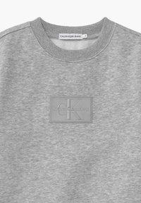 Calvin Klein Jeans - REFLECTIVE BADGE - Sweatshirts - grey - 2
