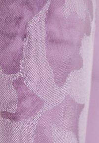 Gina Tricot - POLLY TOP - Print T-shirt - light purple - 2
