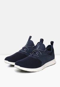 Timberland - KILLINGTON - Sneaker low - navy - 1
