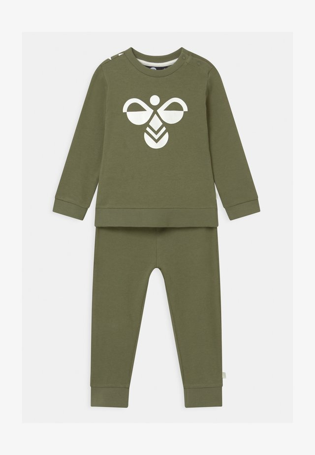ARIN CREWSUIT SET UNISEX - Trainingspak - deep lichen green