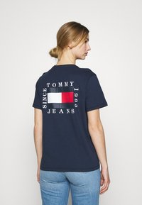 Tommy Jeans - HORIZONTAL STRIPE TEE - T-shirts med print - twilight navy - 2