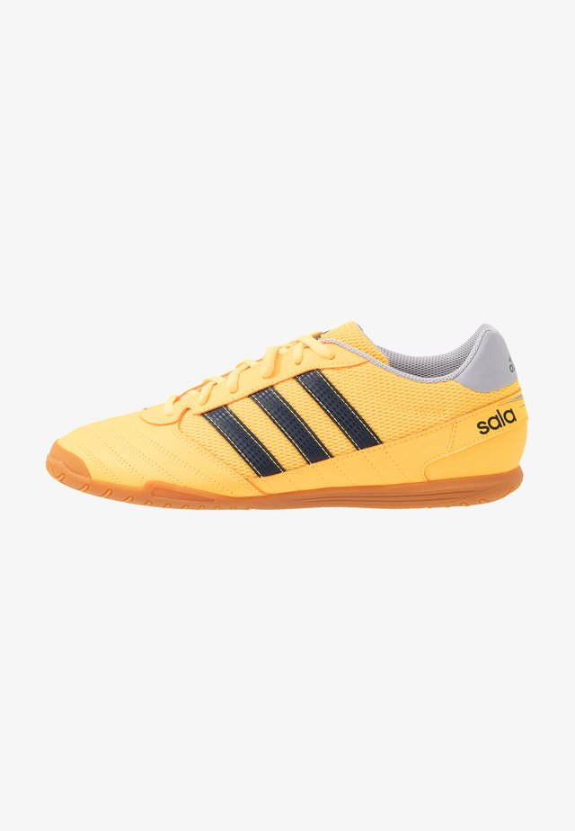 SUPER SALA FOOTBALL SHOES INDOOR - Halówki - solar gold/collegiate navy/glory grey