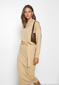 Missguided - FUNNEL NECK CROPPED JUMPER AND TIE WAIST MIDI SKIRT SET - Jumper - camel - 3