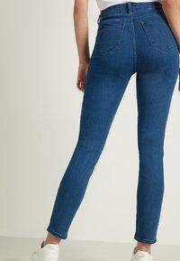 Tezenis - MIT NIETEN IN STERNFORM - Jeans Skinny Fit - blu jeans - 2