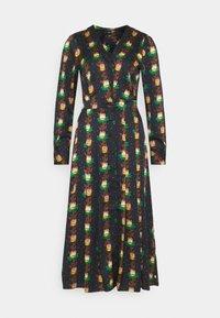 PRINTED V-NECK MIDI LENGTH DRESS WITH PLEATS - Košilové šaty - combo