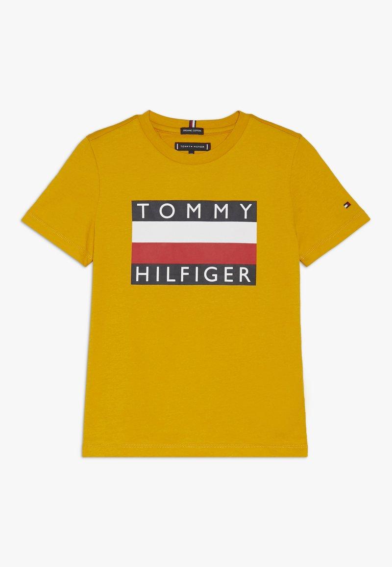Tommy Hilfiger - ESSENTIAL TEE - Triko spotiskem - yellow