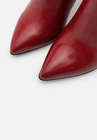 Tamaris Heart & Sole - BOOTS - Kotníková obuv na vysokém podpatku - ruby - 5