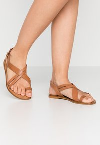 Office Wide Fit - SERIOUS - T-bar sandals - tan - 0