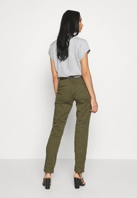 Scotch & Soda - WITH BELT - Chinos - military - 2