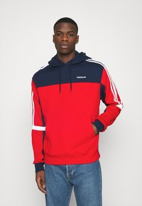 adidas Originals - CLASSICS HOODY - Hoodie - scarle/conavy - 0