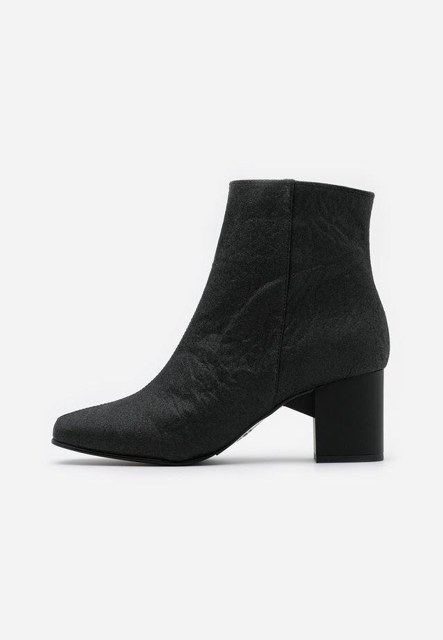SLFZOEY BOOT - Støvletter - black