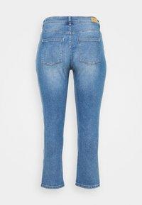 ONLY Carmakoma - CARHYSON LIFE GIRLFRIEND - Jeans Skinny Fit - medium blue denim - 7
