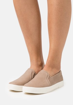 NORTHELLE - Slip-ons - light brown
