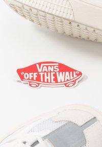 Vans - OVERT CC - Skate shoes - true white/grey - 5