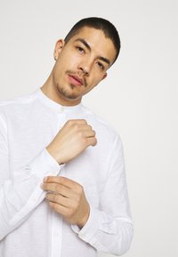 Only & Sons - ONSCAIDEN SOLID MAO - Shirt - white - 3