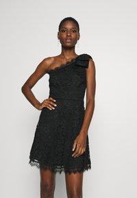 Guess - CELIA DRESS - Sukienka koktajlowa - jet black - 0