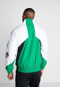 Mitchell & Ness - NBA BOSTON CELTICS MIDSEASON 2.0 - Verryttelytakki - green - 2