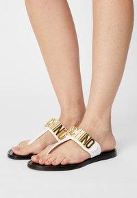 MOSCHINO - T-bar sandals - bianco - 0