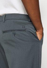 Les Deux - COMO SUIT PANTS SEASONAL - Trousers - blue fog - 6
