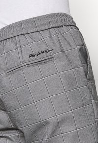 Kings Will Dream - RALPHI SMART JOGGERS - Trousers - grey check - 5