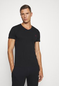 Diesel - UMTEE-MICHAEL 3 PACK - Undershirt - black/white/grey - 4