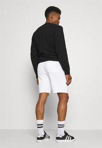 Hollister Co. - EXPLODED ICON - Shorts - white/black icon - 2